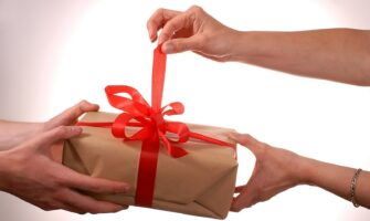 Gifts to make a Couple feel Special on their Big Day