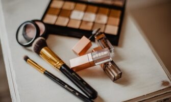 Makeup essentials for your holiday