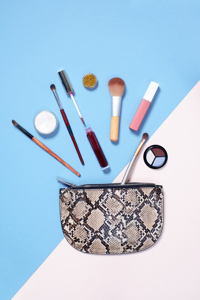 Essential makeup products for your holiday